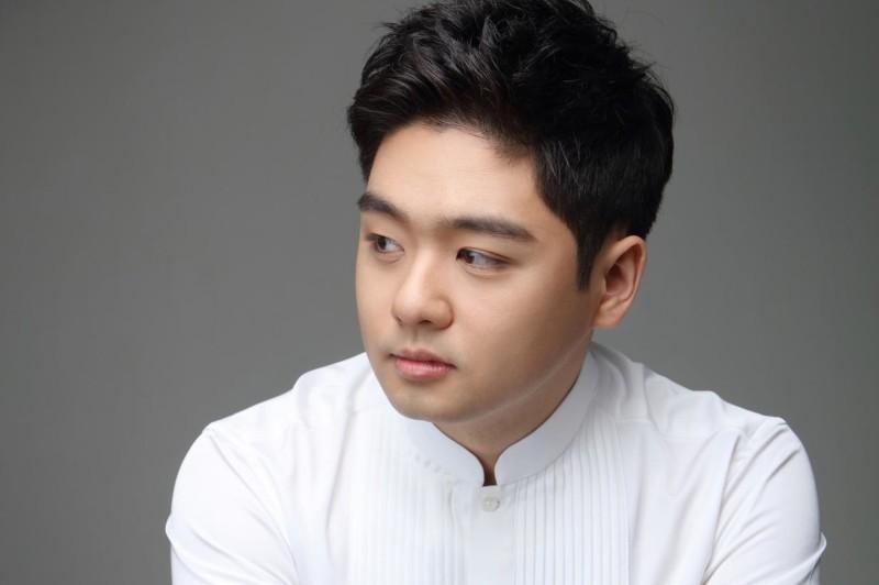 Cellist James Kim.