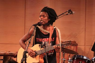 Vocal Electrofolk: Zimbabwean Vocalist Netsayi and Black Pressure Perform 'Georgie'